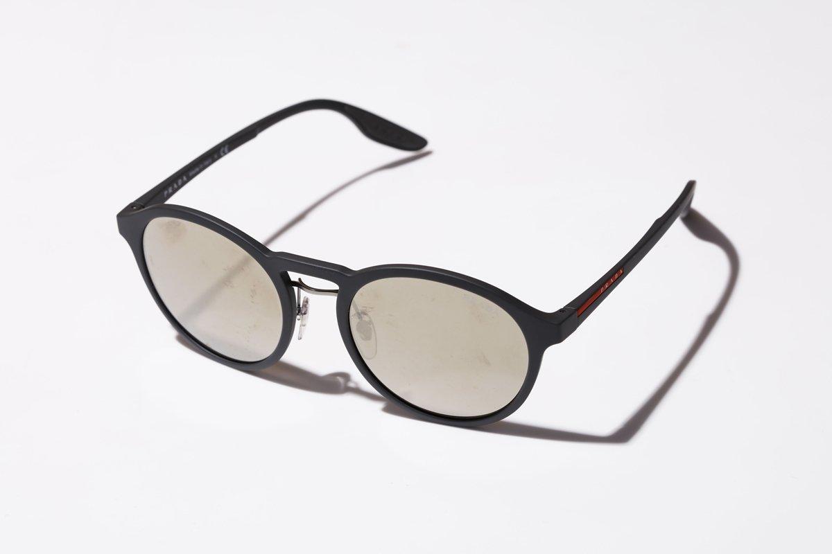 3099e29215ec スポーティなデザインも気に入っていて、ミラーレンズも最近の気分なんです。サングラスって時代の気分が如実に出るアクセサリーだと思うんですけど、例えばレイバンの  ...